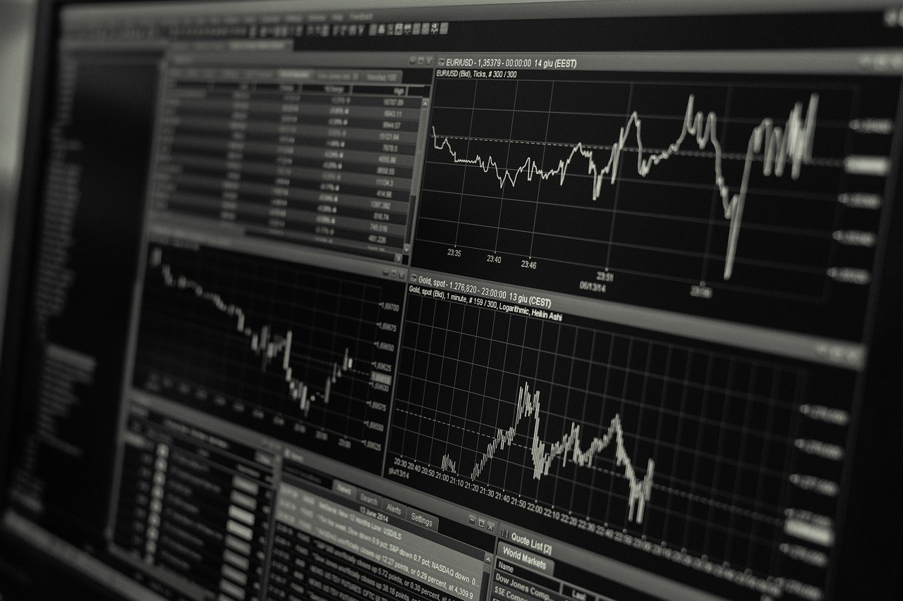 How Can Retirees Benefit from Investing in an Index ETF?